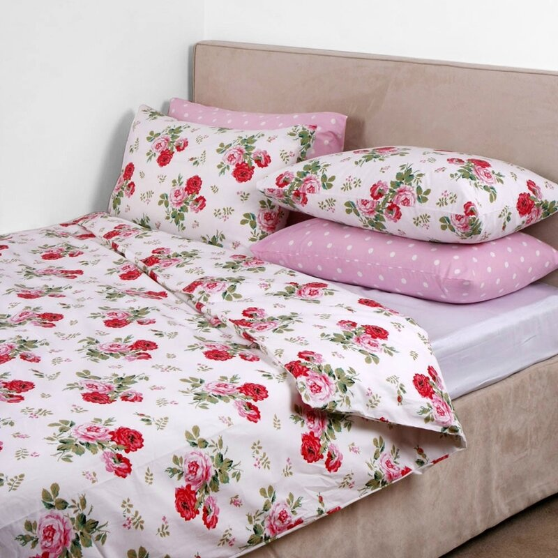 https___www_amara_com_static_uploads_images-0_products_1000_antique-rose-bouquet-duvet-cover-whi