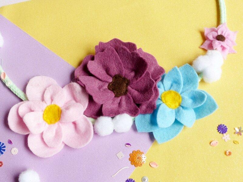 diy-salon-creativa-couronne-noël-fleur-feutrine-oreilles-renne-paillettes-16