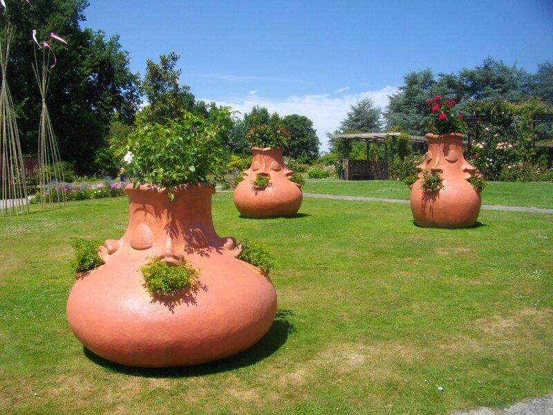 pots-terre-cuite-voyage-à-nantes-beaujoire-roseraie