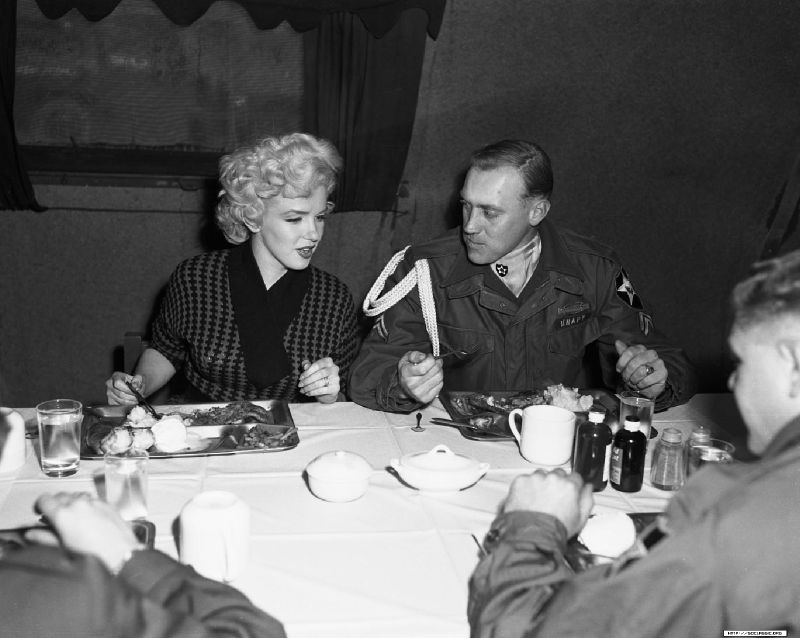 1954-02-18-korea-2nd_division-lunch_with_corp-joseph_knapp-by_walt_durrell-1