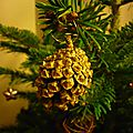Noël pomme de pin dorée lilybouticlou