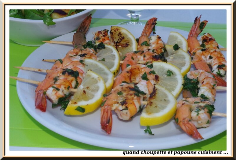 brochettes de gambas et salade de gnocchi-4196