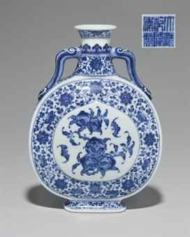 a_small_ming_style_blue_and_white_moonflask_qianlong_seal_mark_in_unde_d5596278h
