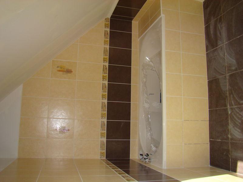 La salle de bain avec faience notre construction for Construction salle de bain