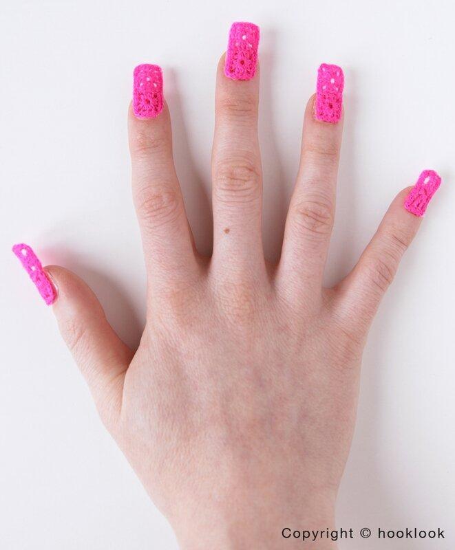 Nail art crochet pink