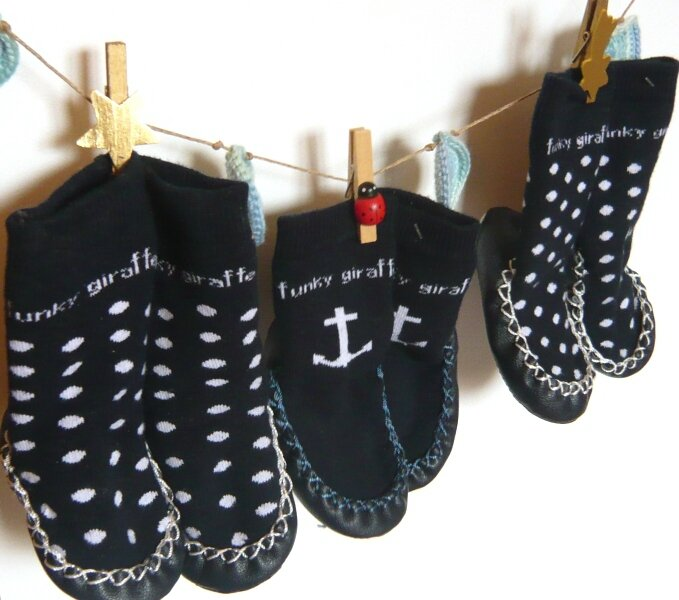 chaussons chaussettes funky giraffe étendage