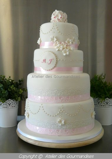 wedding cake romantique pour fa za atelier des gourmandises. Black Bedroom Furniture Sets. Home Design Ideas