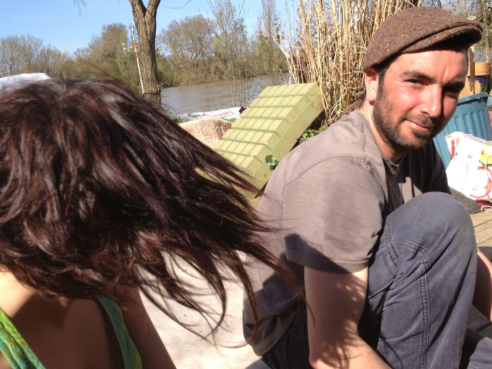 Thomas et l'envolé chevlesque de Léti, au montage de yourte