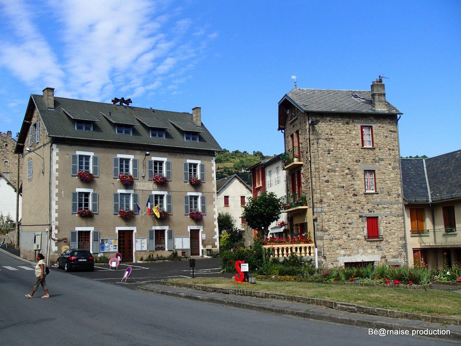 Mairie de Saint-Nectaire (Saint-Nectaire, Auvergne, août 2013)