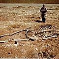 Découvertes au rwanda de sépulture de créatures gigantesques qui ressemblent peu aux humains.