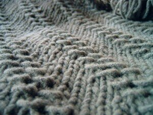 pull_islande_taupe_d_tail