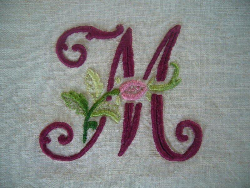 alphabet à la rose lettre M