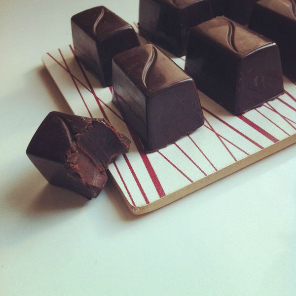 chocolats noirs et caramel beurre salé