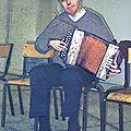 à 45 ans environ à préciser_avec mon accordéon diatonique_colorisé par Blandine