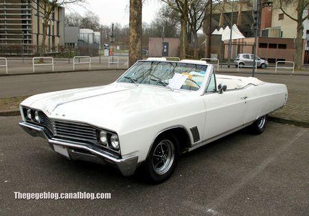Buick skylark custom convertible de 1967 (Retrorencard avril 2013) 01