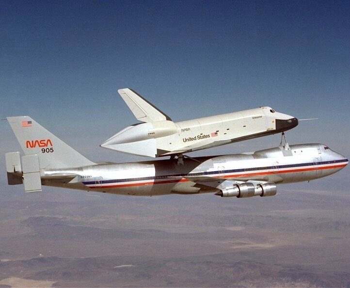 shuttle_Enterprise_first_free_flight14649