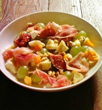 salade d'autonme aux noix fromage jambon cru