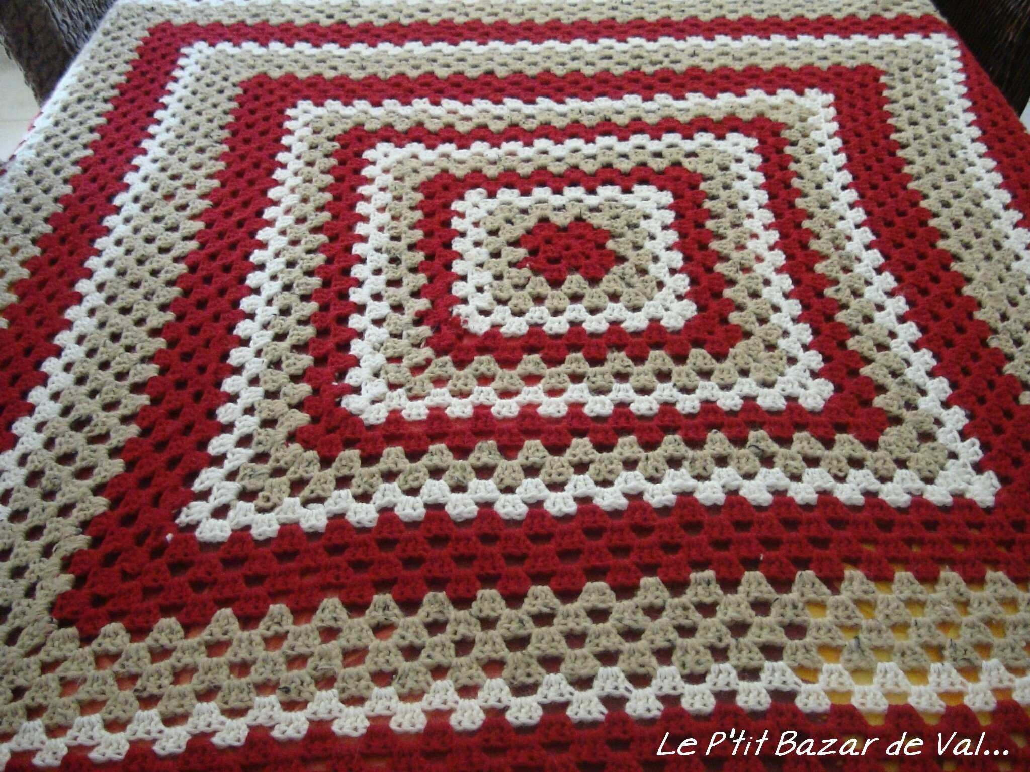 PLAID AU CROCHET GIANT GRANNY SQUARE