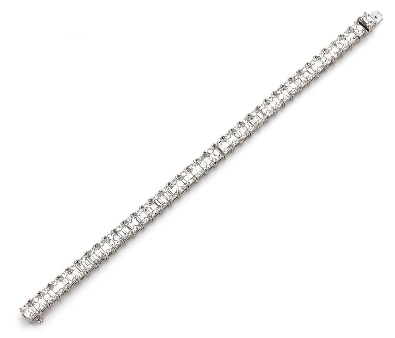 Graff, Magnifique bracelet ligne de diamants de taille émeraude