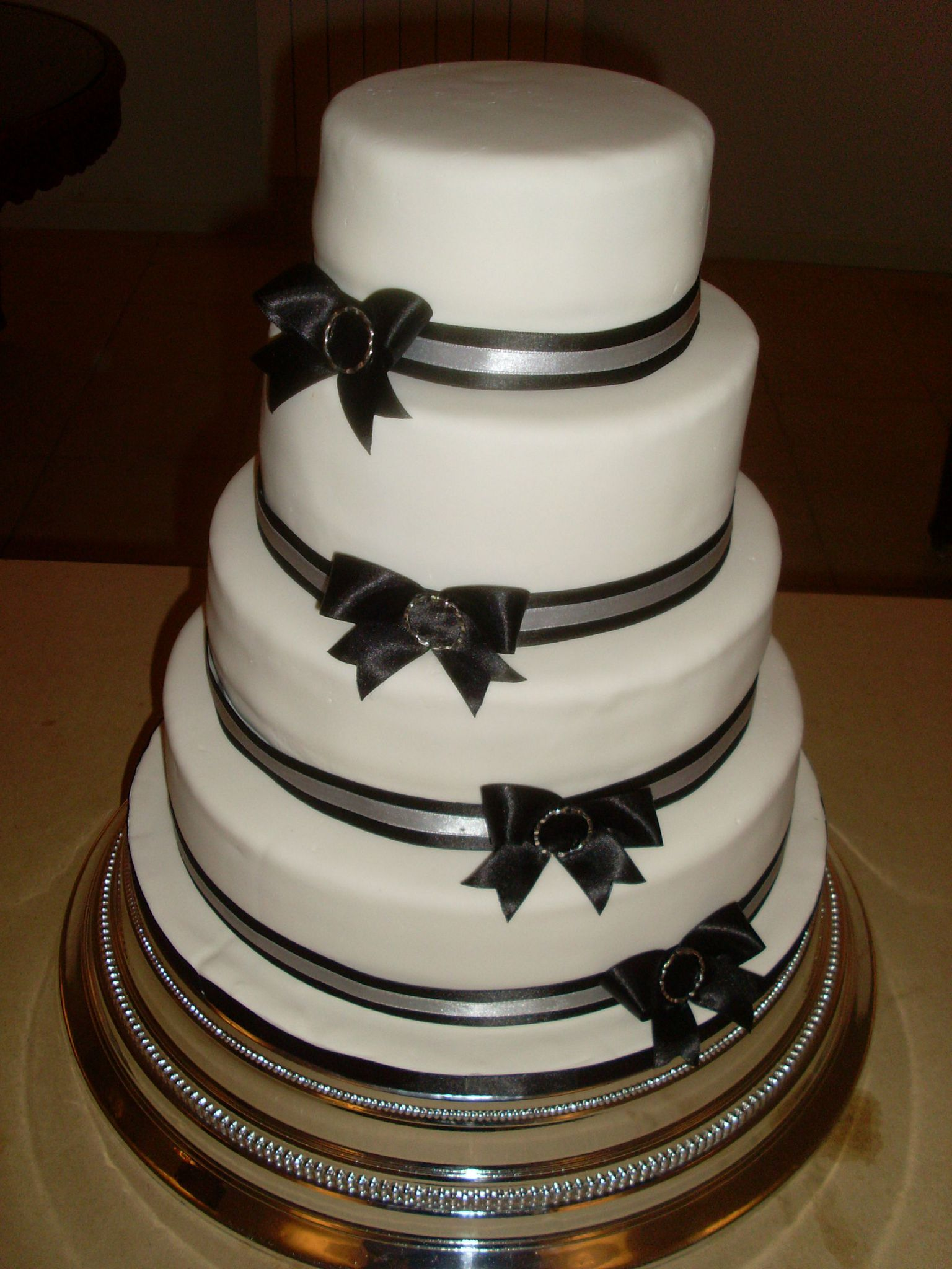 Wedding Cake Noir et Blanc 130 personnes - Julias Wedding Cakes  www ...