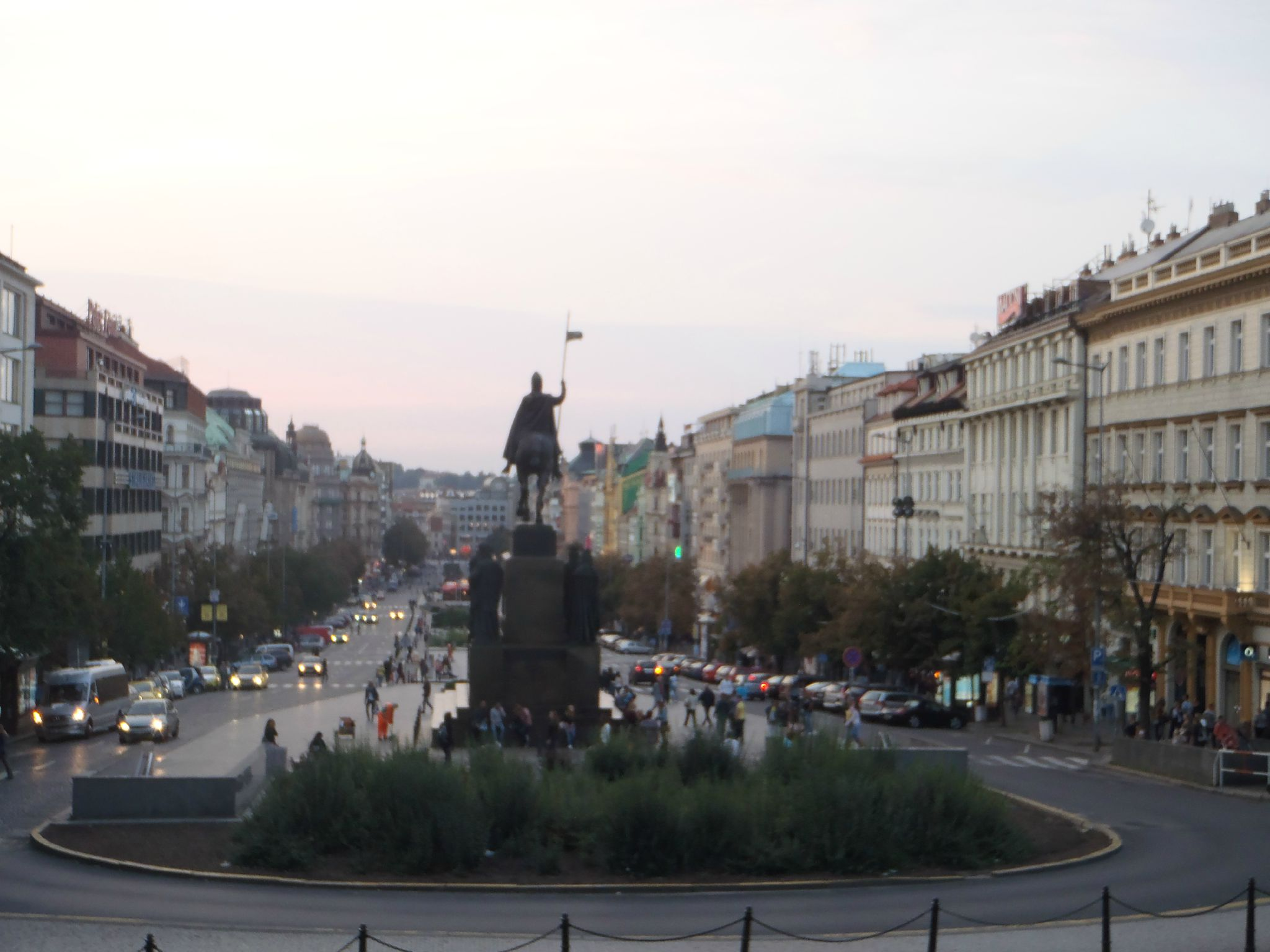 prague - avenue sovietique face au musee