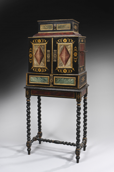 Cabinet en bois peint polychrome et dor avec imitations d 39 caille et de marbre ouvrant deux - Cabinet ophtalmo des flandres ...