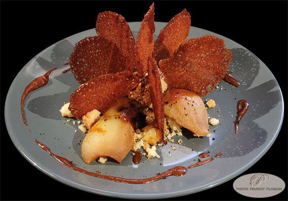 Dessert_du_menu_a_21_euros_Millefeuille_pommes_poires_croustillant_caramel_beurre_sale_et_cafe_noisette_par_Jerome_Burel_O_Berges_de_Lassou_a_Monteils_12