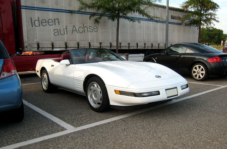 Chevrolet_corvette_C4_convertible__Rencard_Burger_King_Offenbourg__01