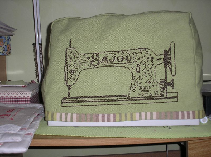 Housse de mac bobinette et chevillette for Housse machine a coudre