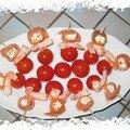 Piques apéritives de saumon fumé, feta et crevettes