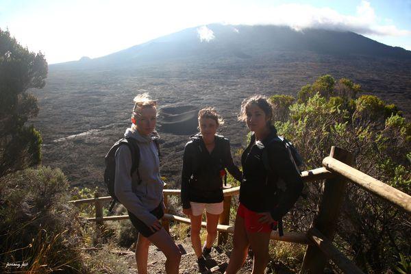 les filles à l'attaque du volcan