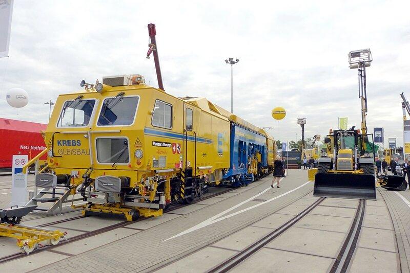 train-usine+tracteur-polyvalent