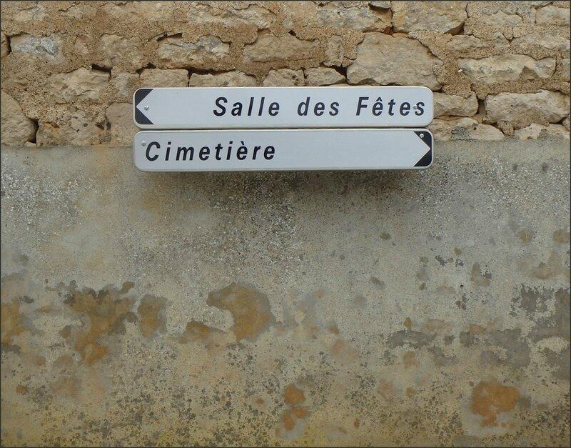 Ste Ouenne pancartes sdf cimetière 0201416