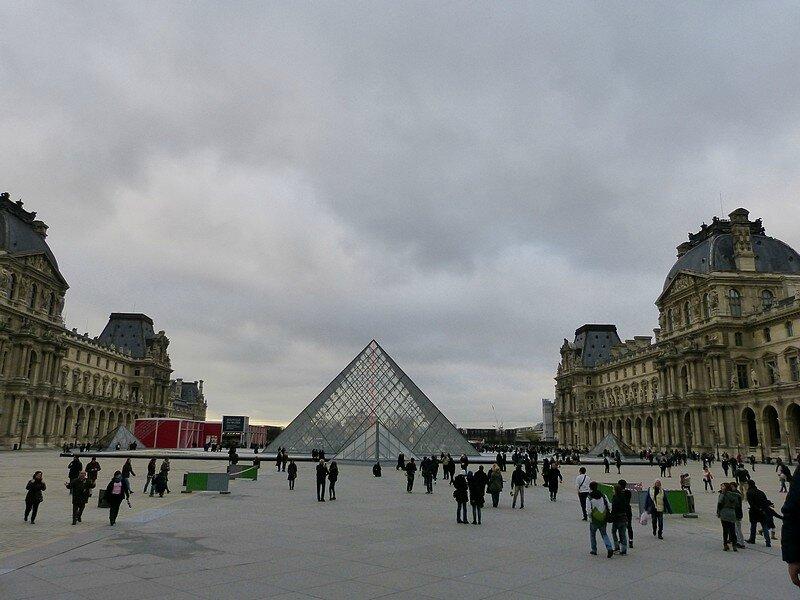 cour de la grande pyramide L