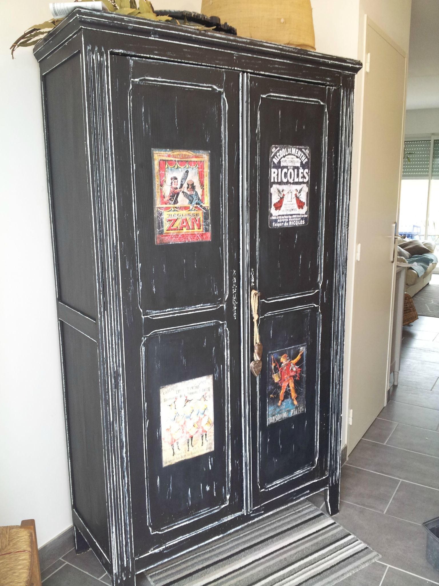 relooking d 39 une armoire dans un style vintage par nathalie. Black Bedroom Furniture Sets. Home Design Ideas