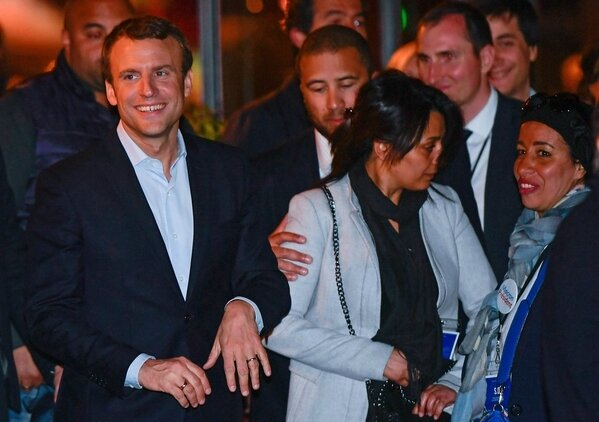 Photo-Macron-sortie-dîner-Rotonde-Paris
