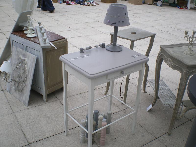 petite table crire pour enfant avec tiroir l 39 atelier de louis. Black Bedroom Furniture Sets. Home Design Ideas
