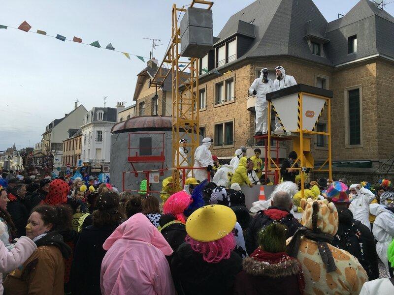 Carnaval de Granville la Grande Cavalcade dimanche 7 février 2016 char EPR Flamanville rue Courraye