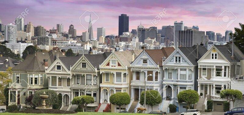 19380741-San-Francisco-City-Skyline-et-les-historiques-Painted-Ladies-Maisons-de-Alamo-Square-Panorama-Banque-d'images