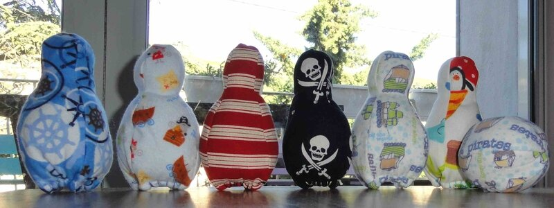 jeux de quilles en tissu pirates, handmade pirate fabric bowling set (3)