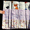 57. petites fleurs oranges, chats et pois rouges - intérieur