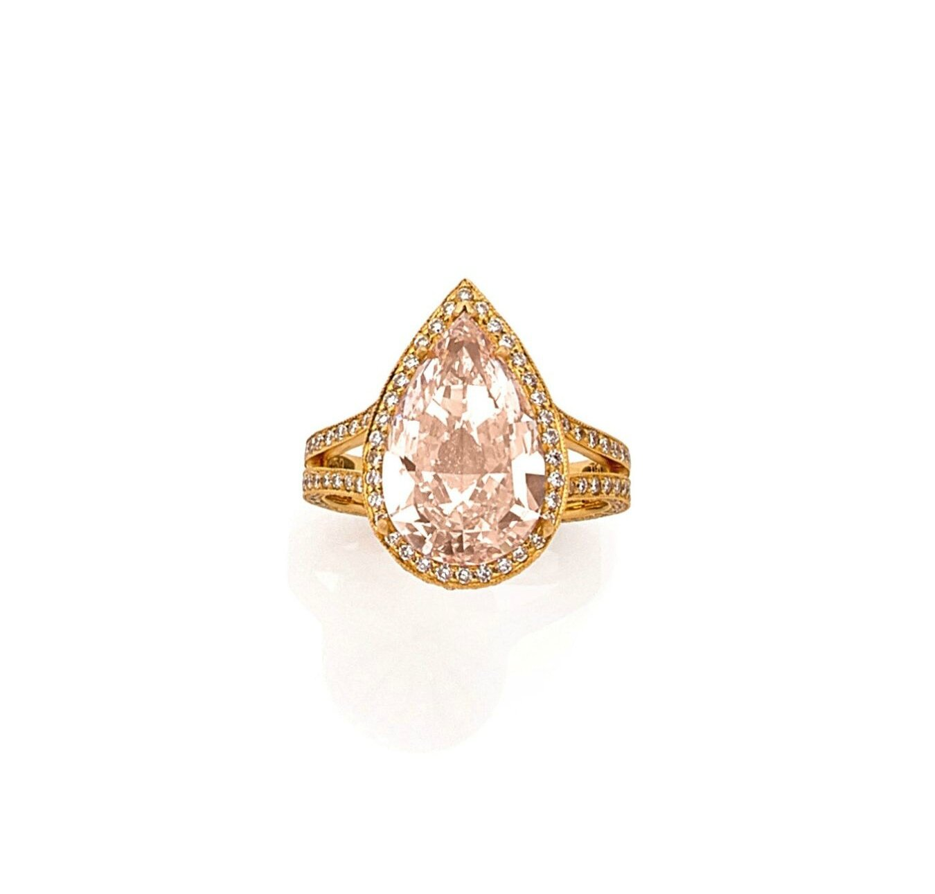 "Bague ornée d'un diamant ""Fancy Light Pink"" piriforme"