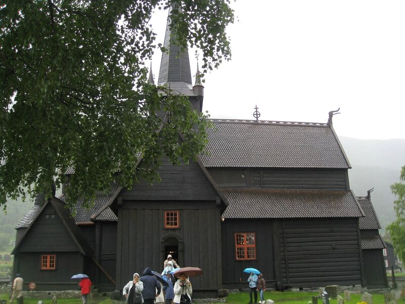 église en bois debout de Lom