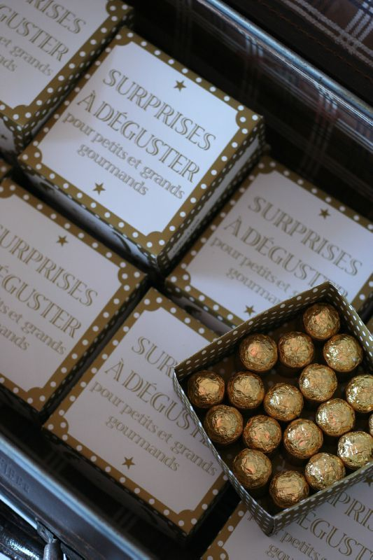 Jolies boîtes en papier et surprises à déguster
