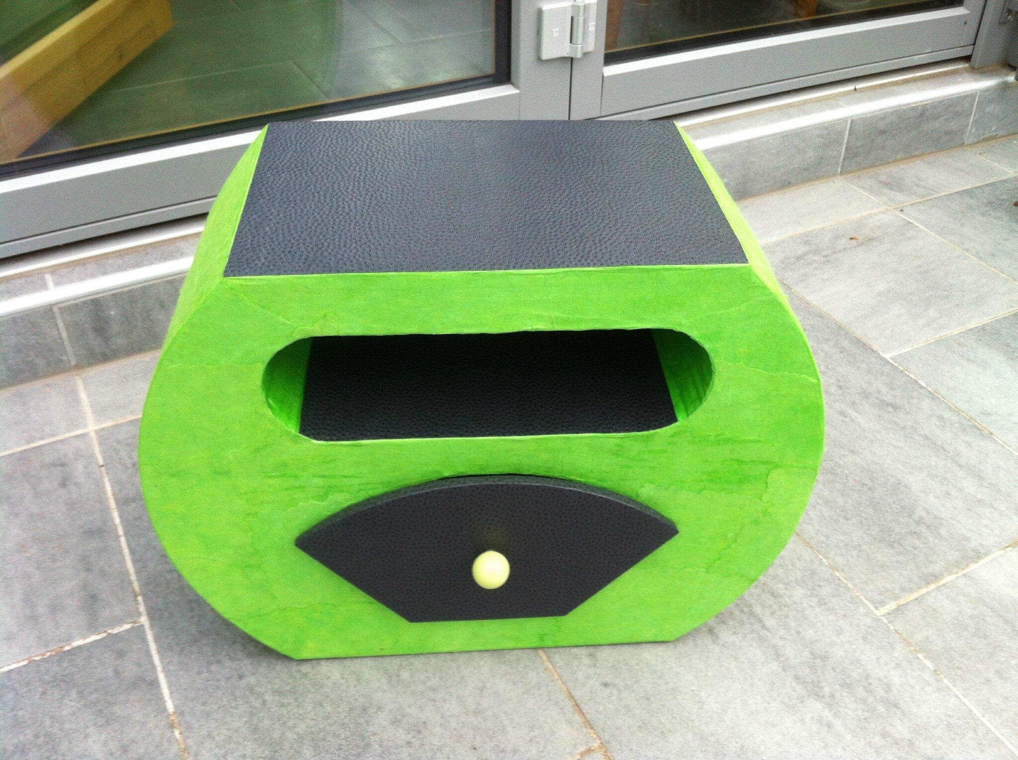 mon premier meuble en carton mes petites bricoles. Black Bedroom Furniture Sets. Home Design Ideas