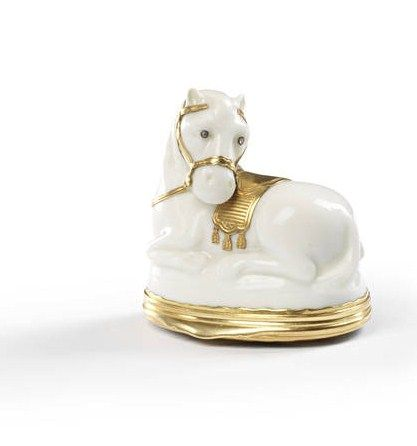 A_Saint_Cloud_gold_mounted_snuff_box_in_the_form_of_a_recumbent_horse__circa_1740_502