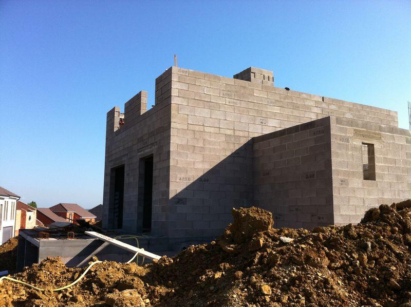 Les l gos continuent construction de notre maison for Budget construction maison par poste