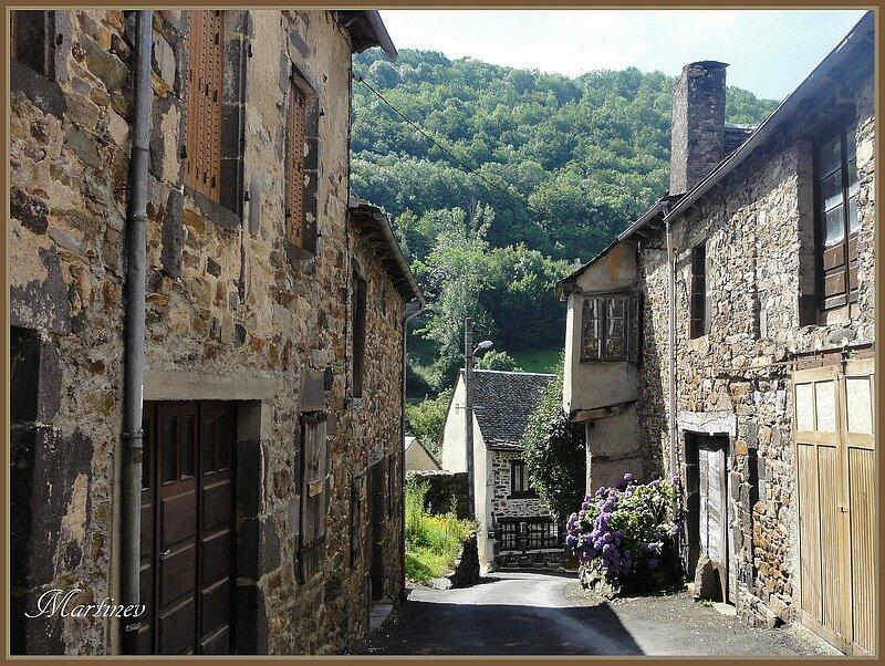 01 08 012 Ruelles à St Chély d'Aubrac (1)-001