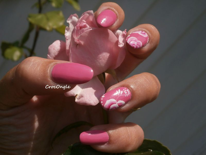 nail art roses one stroke vernis Moya n° 609 crocongle