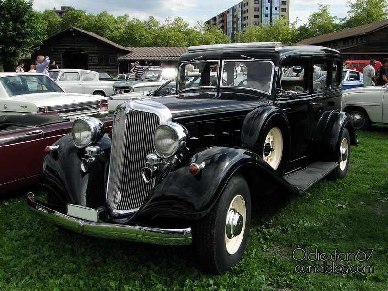 chrysler-six-sedan-1933-01